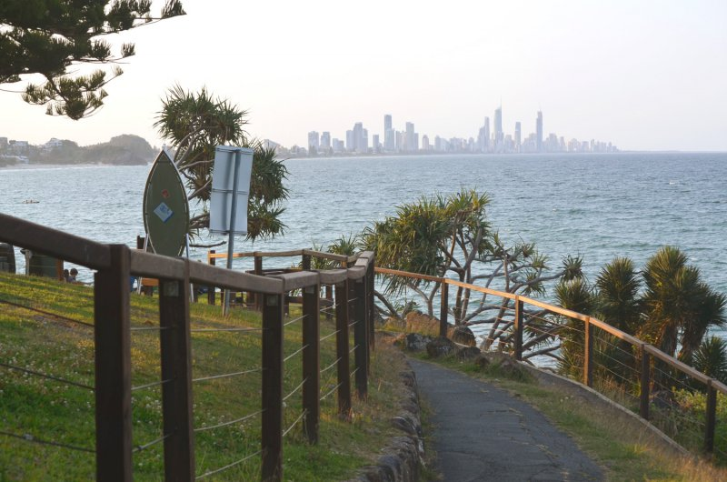 burleigh-heads-national-park-view-to-surfers-paradise-800x600